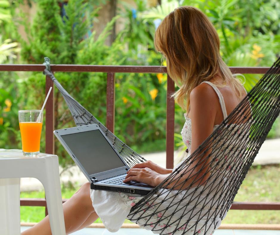 Freelance Consultants make a lot of money online check it out at jenbaucom.com #makemoneyonline #freelancers #makemoney