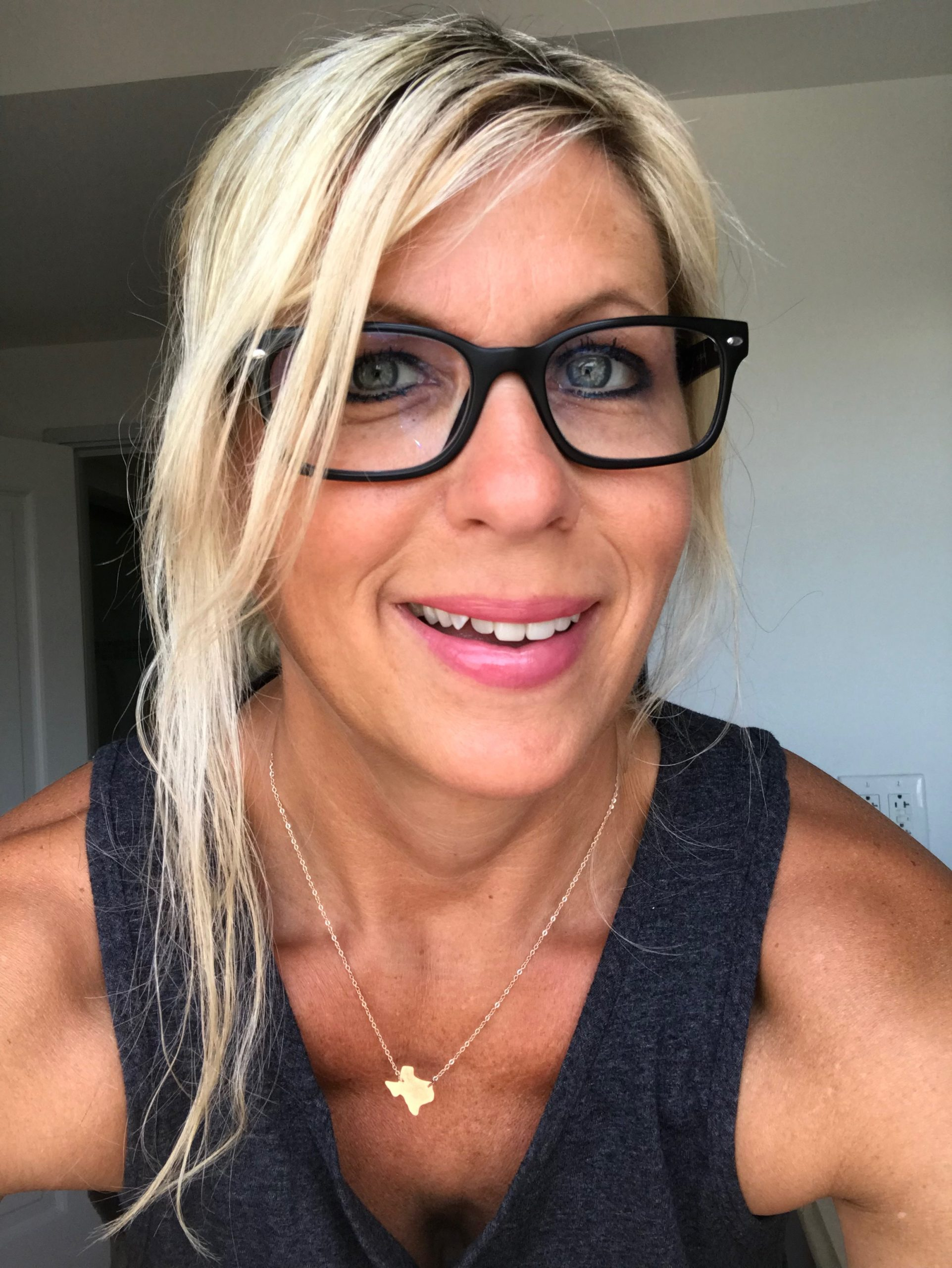 Hi I am Jen and I am here to help spiritual creatives heal their hormones using the chakra balance system + energy tools s